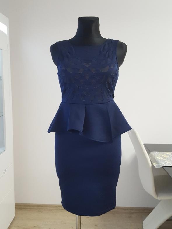 granatowa sukienka z baskinką Lipsy London...