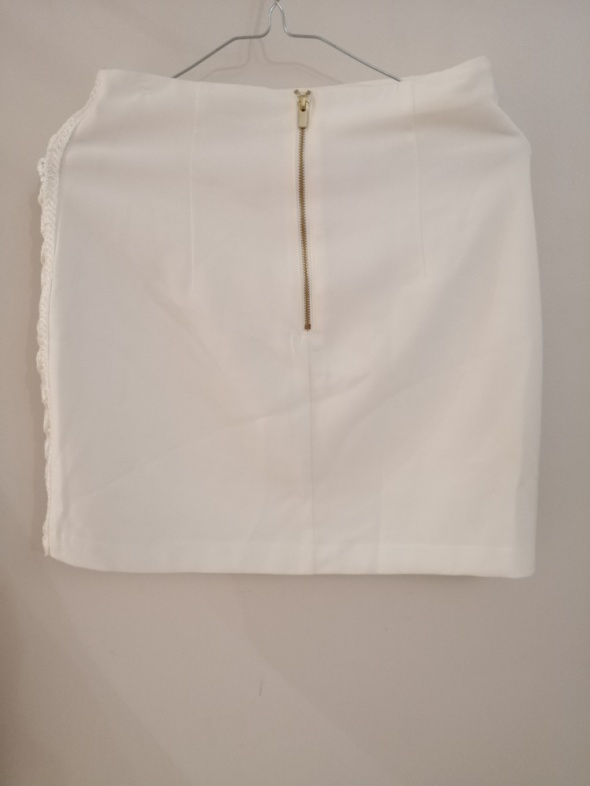Biała spódnica...
