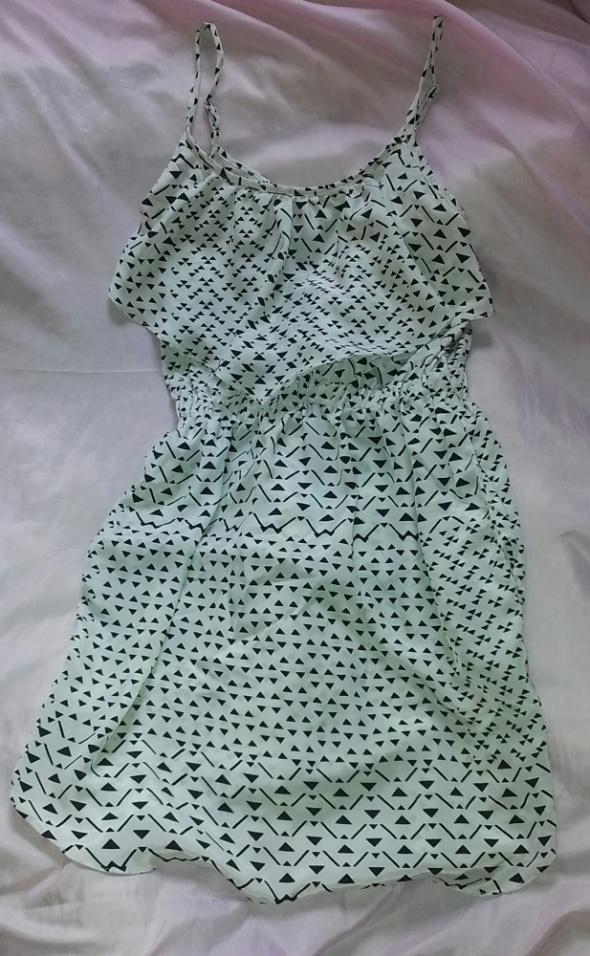 Śliczna sukienka modny wzór mini 36 S atmosphere