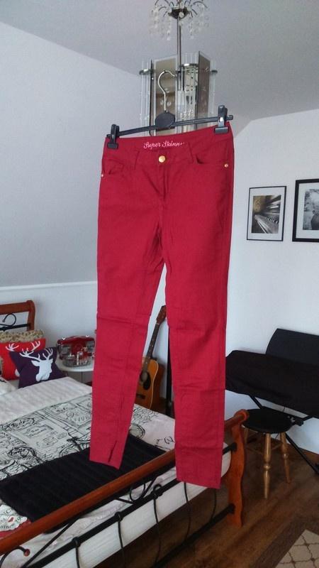 Bordowe spodnie z wysokim stanem