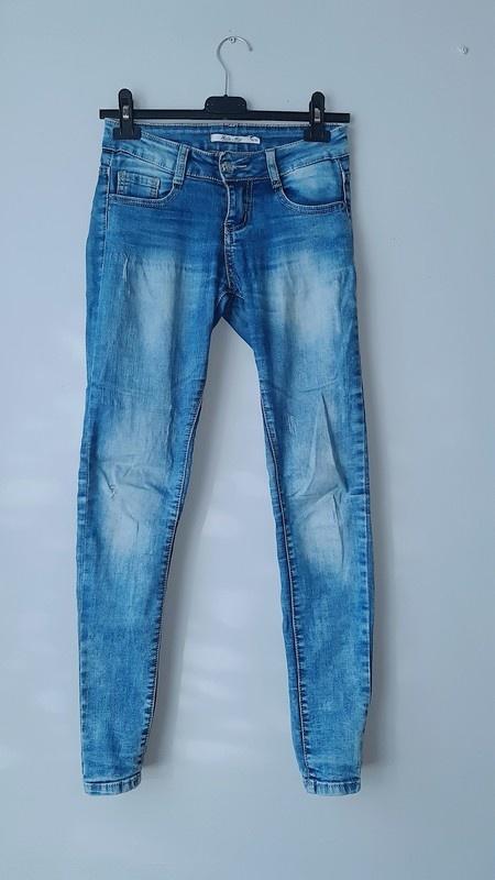 Idealne spodnie rurki z przetarciami