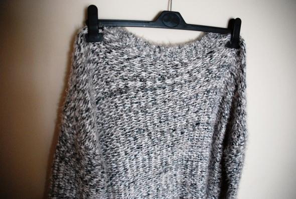 Puszysty sweterek L