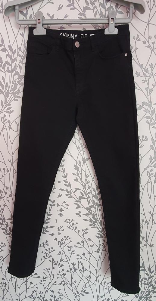 Czarne dżinsy chłopięce H&M 152