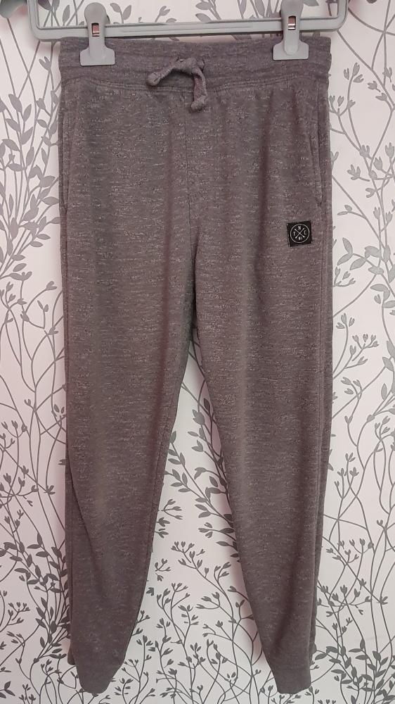 Spodnie dresowe F&F 140
