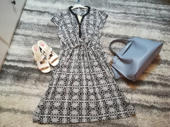 Nowa sukienka we wzory idealna na upalne lato