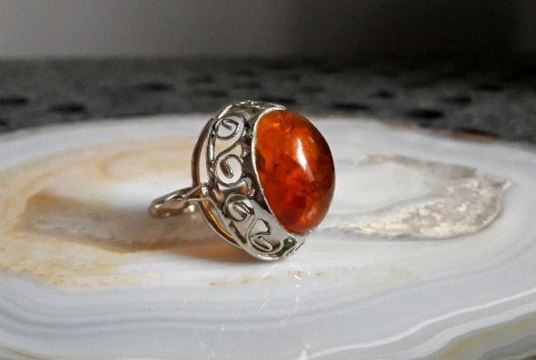 stary pierścionek bursztyn