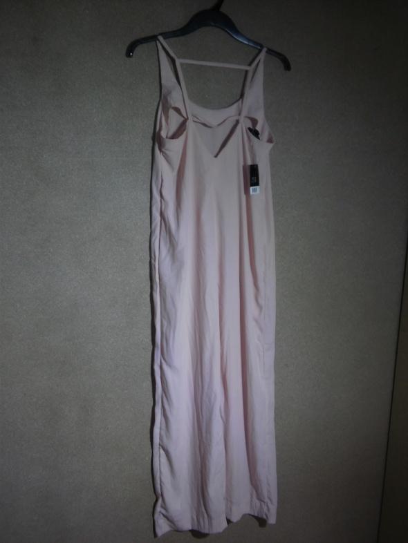 Jasno różowa cienka zwiewna prosta sukienka 42