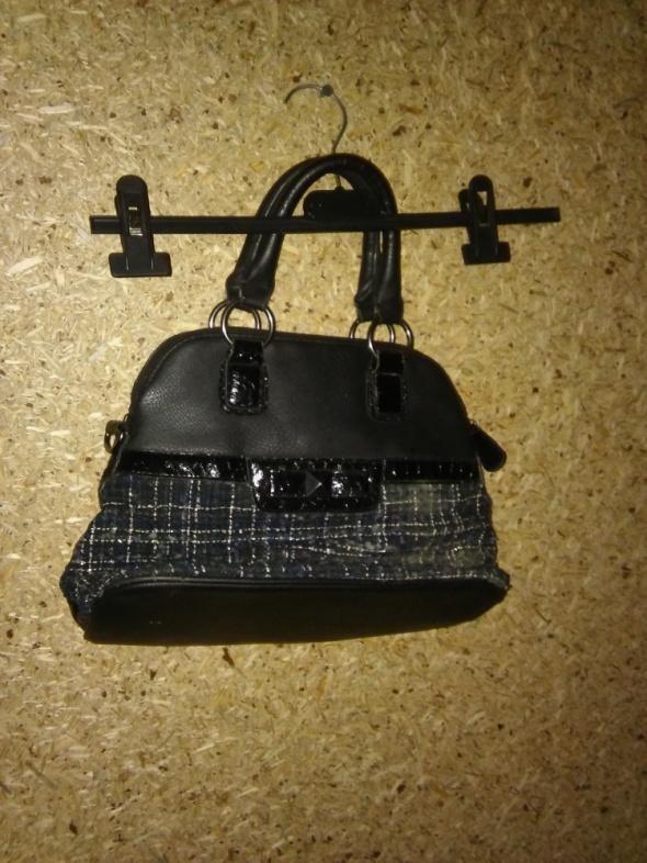 Czarna mała torebka do ręki
