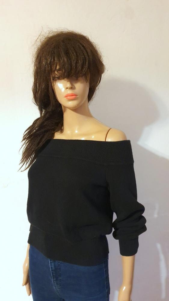 Czarny sweterek gołe ramiona r XS...