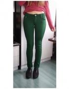 Zielone elastyczne rurki