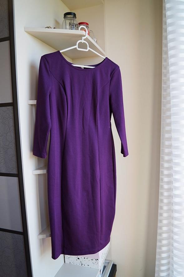 Fioletowa sukienka z zamkiem midi Atmosphere M...