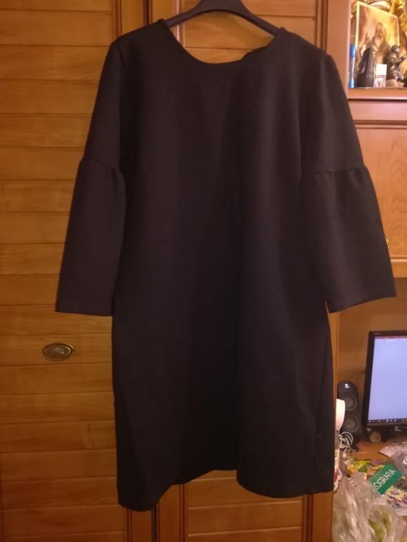 Sosandar śliczna sukienka dla lekko puszystej 44