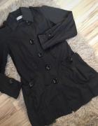 Czarny płaszcz...
