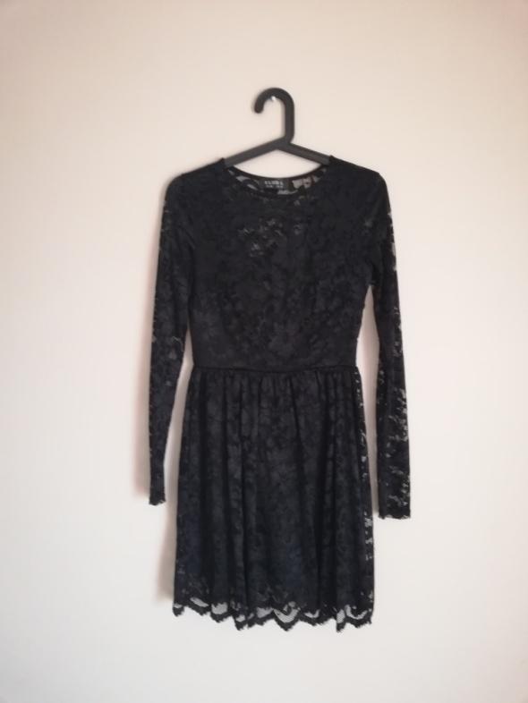 Czarna koronkowa sukienka ClubL długi rękaw koronka rozkloszowana modna insta tumblr