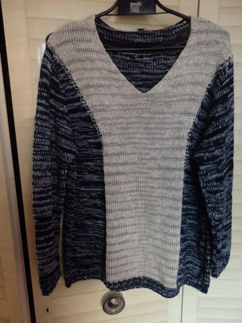 sweterek w serek optycznie wyszczuplający