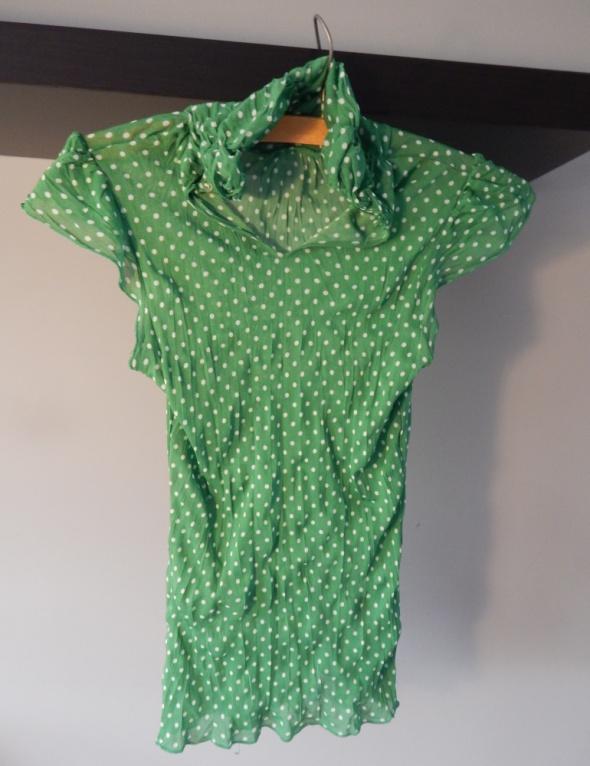 Zielona bluzka w białe kropeczki