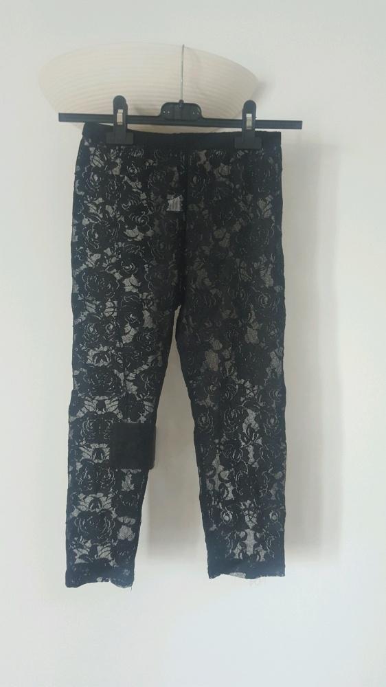 Koronkowe krórkie legginsy