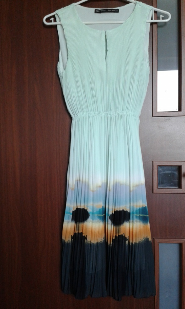 Miętowa plisowana sukienka Zara...
