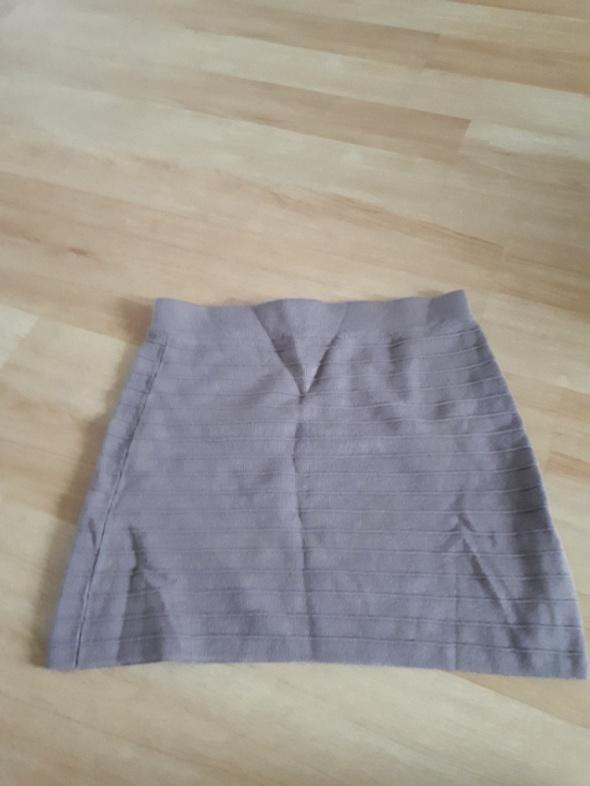 Dzianinowa spódnica promod...
