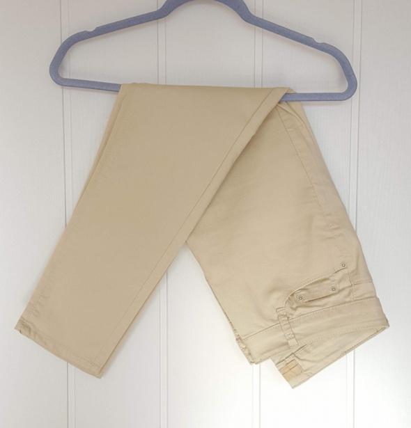 Kremowe spodnie jeansy dżinsy 40 L krótkie skinny proste vintage do kostki