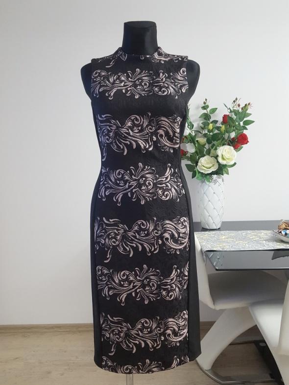 czarna sukienka z brudnym rózem