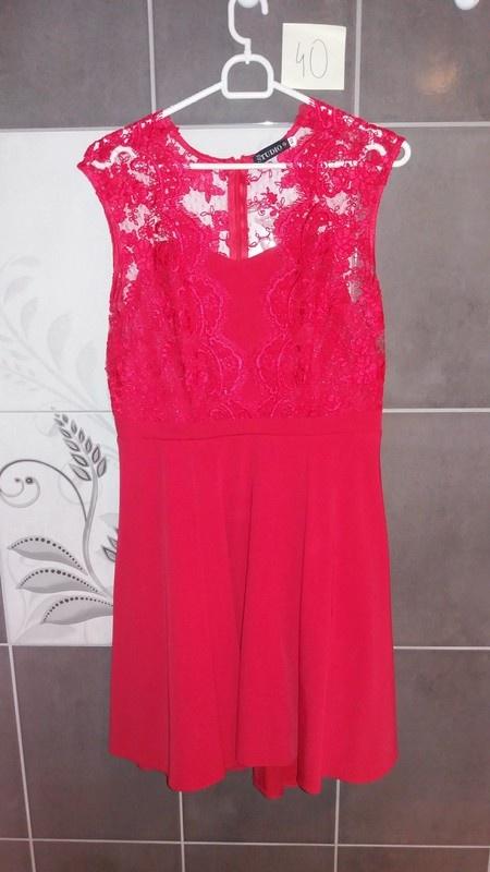 Sukienka czerwona koronka elegancka rozkloszowana