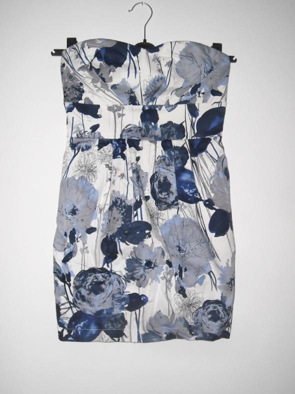 sukienka w kwiaty stradivarius L