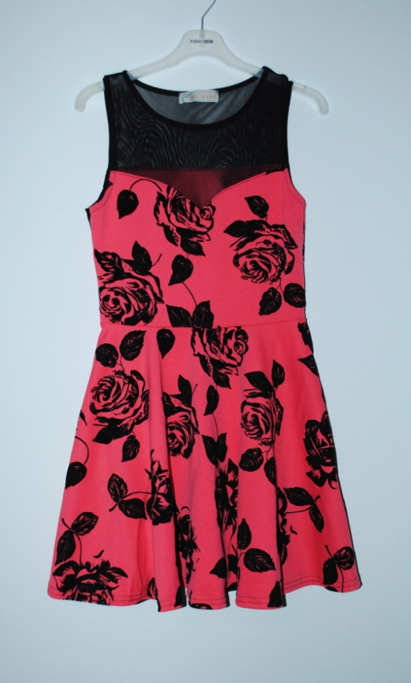 malinowa sukienka w kwiaty cameo rose 12 L m
