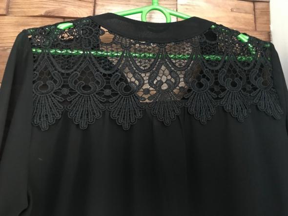 czarna koszula z koronką...
