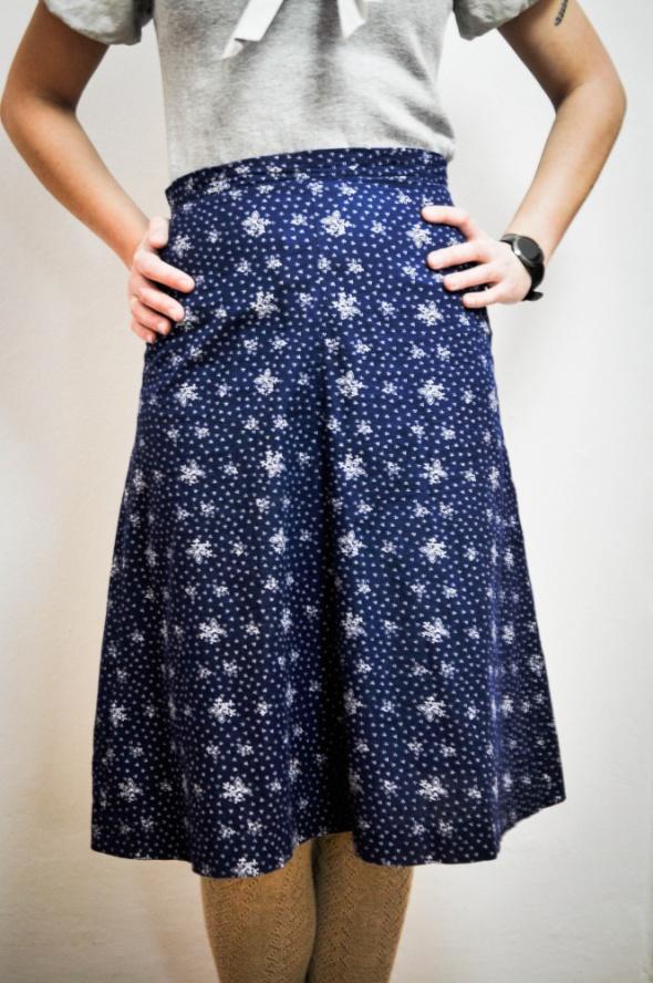 Granatowa spódnica z bandanowy wzór