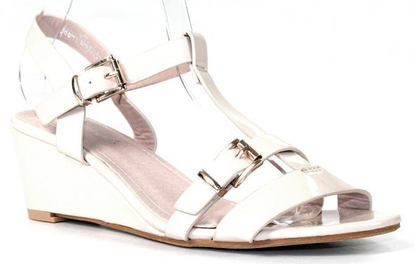 Sandały Beżowe lakierowane sandałki na koturnie rozmiar 40