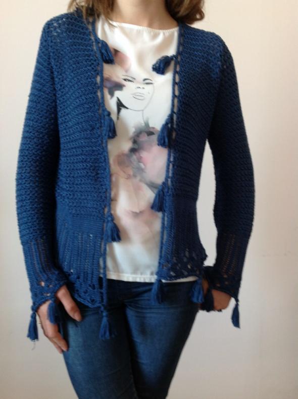 Sweterek ażurowy z frędzlami...