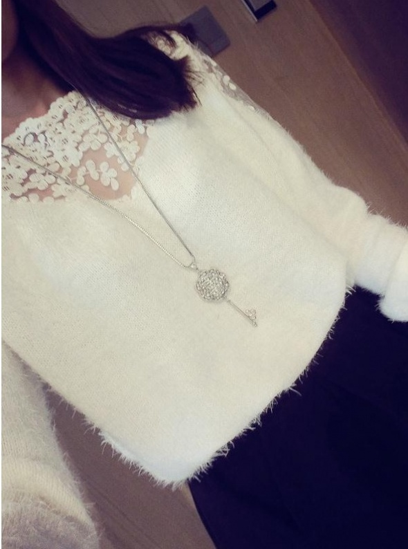 Milutki sweterek koronkowa wstawka dwa kolory