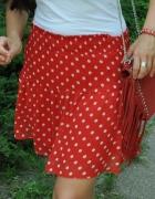 czerwona spódnica w kropki...