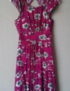 Sukienka w kolorze fuksji...