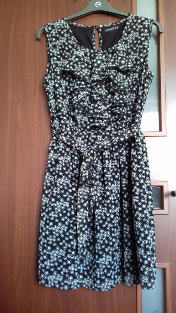 Suknie i sukienki Czarna sukienka w kropki z żabotem