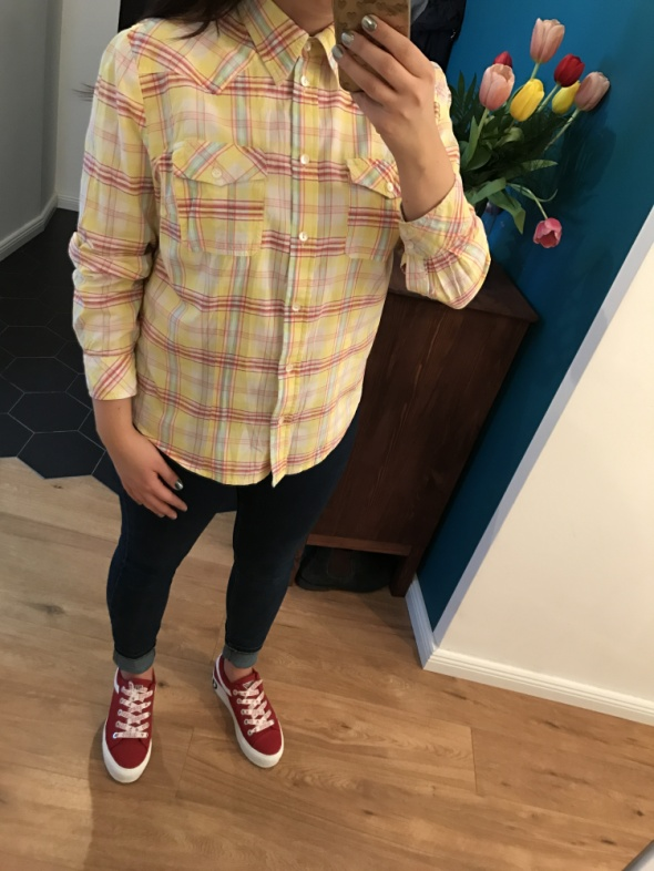 żółta koszula w kratę...