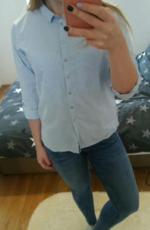 Błękitna koszula...