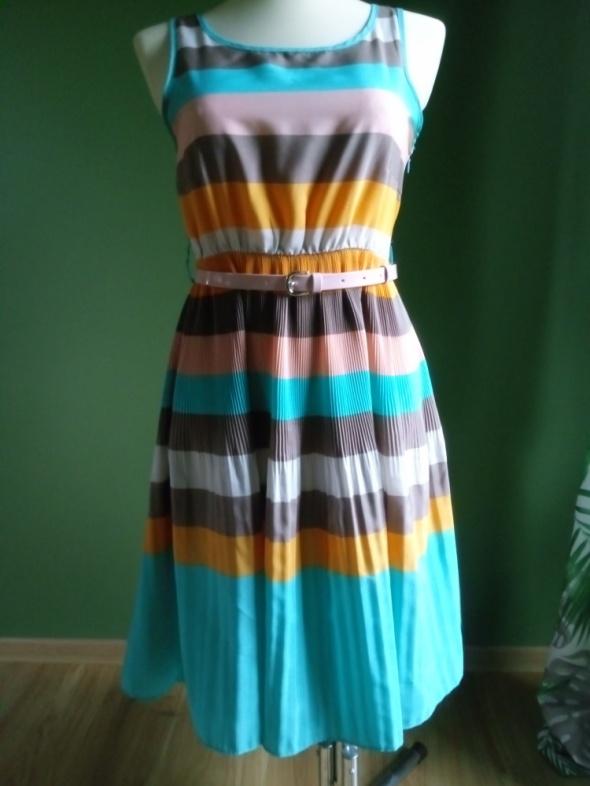 Suknie i sukienki Sukienka Vila plisowany dół 38