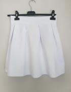 Biała rozkloszowana spódniczka nowa