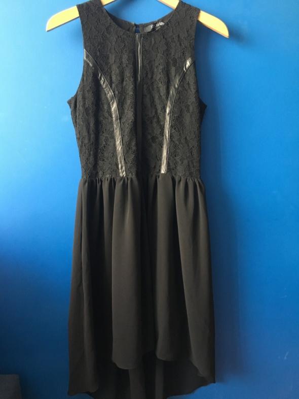 Dopasowana czarna sukienka z koronką Top Secret