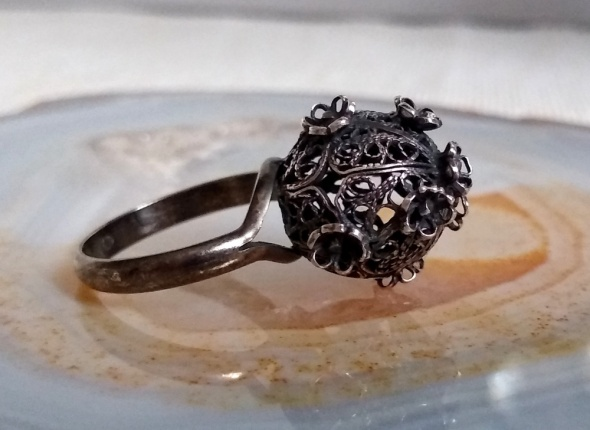 Pierścionki Stary srebrny pierścionek filigranowa kula kwiaty