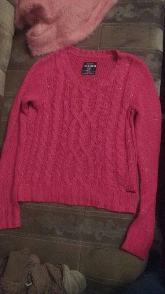 Fuksjowy krótki sweterek rozmiar S stan bdb...