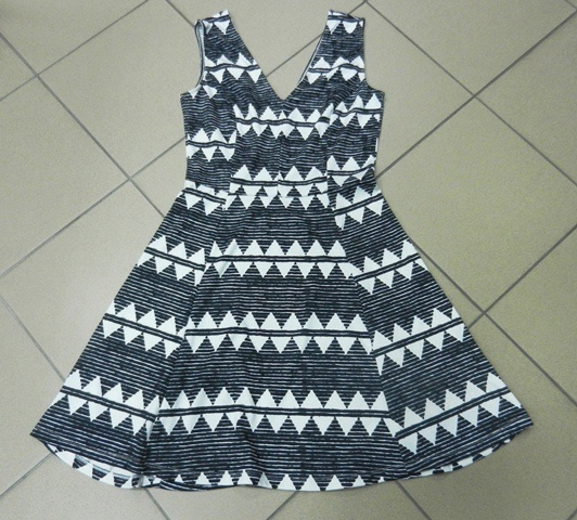 Czarno biała sukienka HM 38 M w Suknie i sukienki Szafa.pl