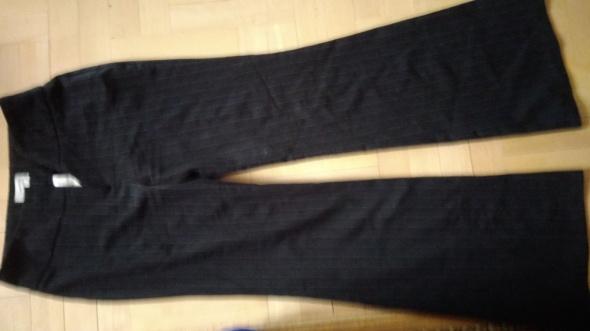 Świetne spodnie garniturowe w prążki czarne