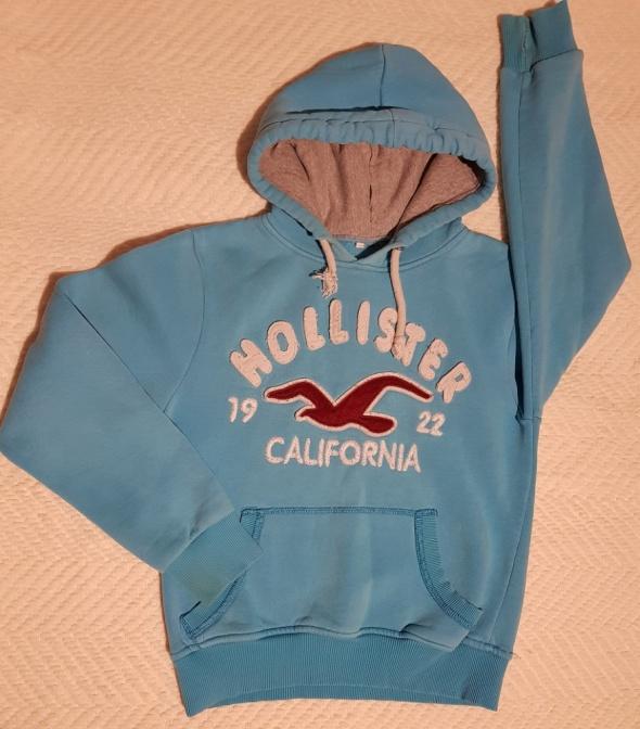 Hollister błękitna bluza z kapturem logo