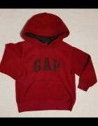 GAPkids czerwona bluza z kapturem...