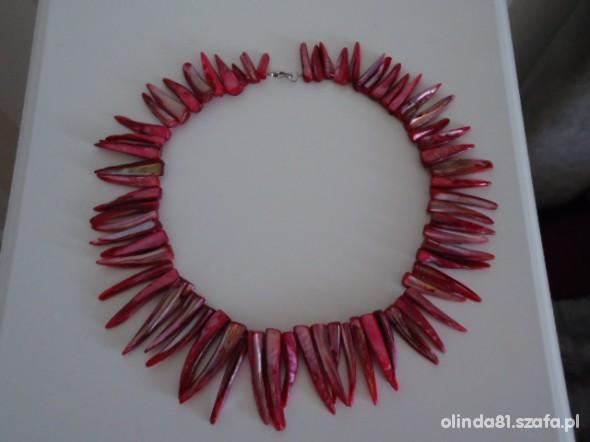 Różowy naszyjnik