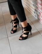 Zara czarne sandały na obcasie ażurowe szpilki wiązane...