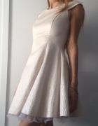 Piękna rozkloszowana sukienka S z podszewką kremowa złota wesel...